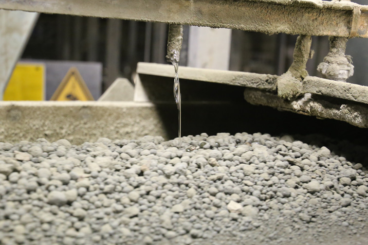 Cement additives added to cement for optimization of the cement properties and the cement griding process