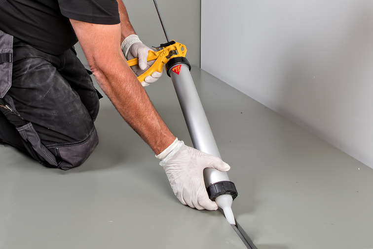 Application of sealant for porous substrates (concrete) and metals.