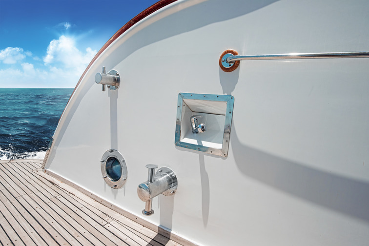 Exterior sealing on a leisure boat