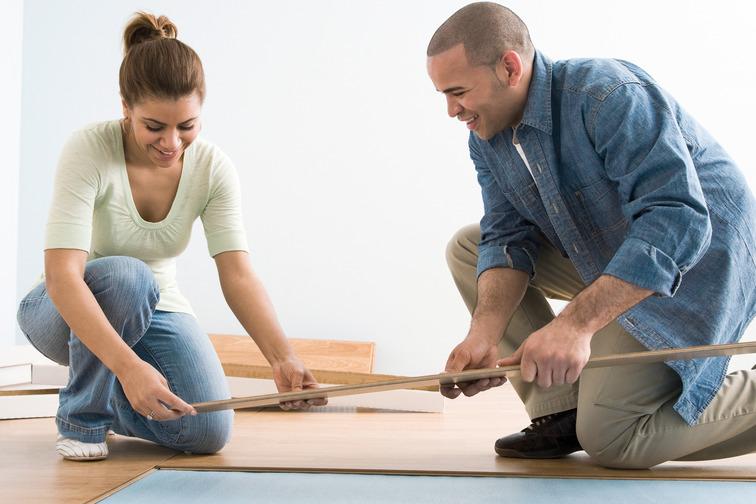 2 people apply a parquet floor
