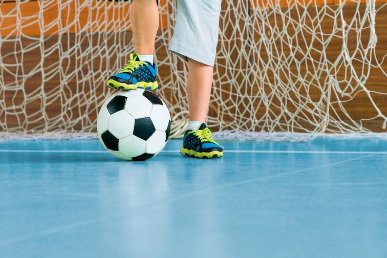 Playing football on a sportsfloor